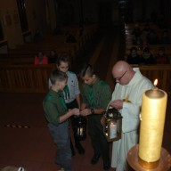 Betlejemskie Światło Pokoju w Parafii św. Barbary